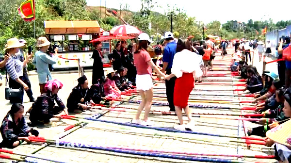 Hơn 10.000 người tham gia xác lập kỷ lục nhảy sạp tại Fansipan.