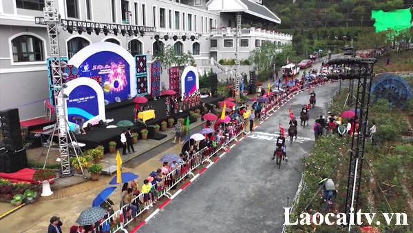 Du khách được trải nghiệm nhiều chương trình hấp dẫn trong Lễ hội mùa thu Sa Pa 2019.