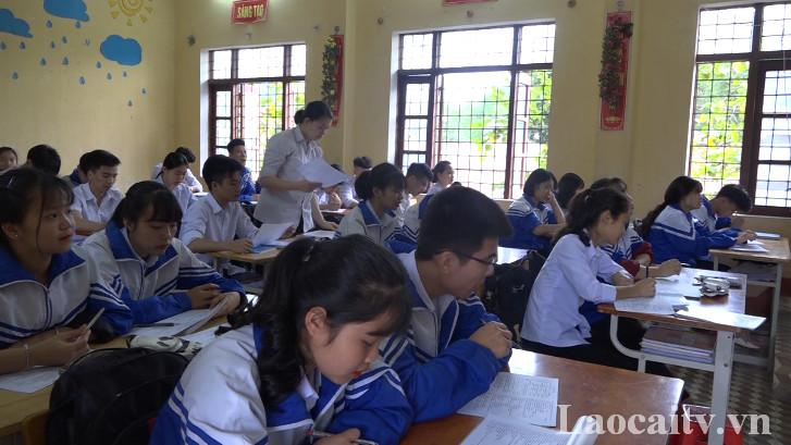 Học sinh lớp 12 Trường THPT số 1 Bảo Yên tích cực ôn luyện chuẩn bị cho kỳ thi THPT quốc gia 2019.