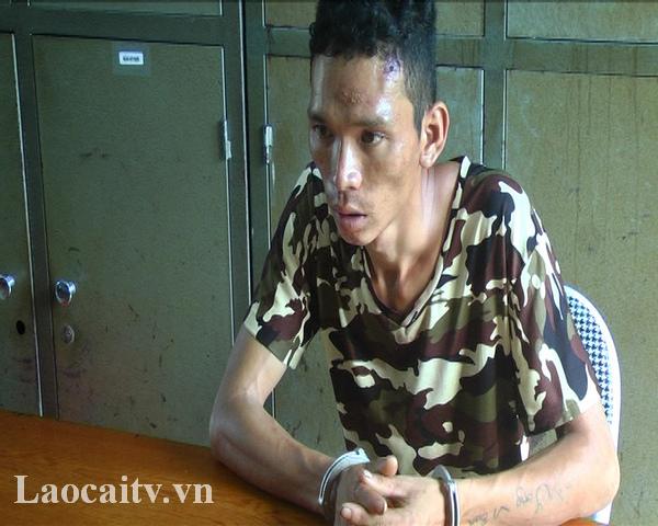 Đối tượng Vi Văn Đông tại cơ quan cảnh sát điều tra.