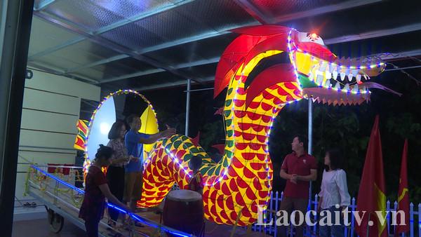 Mô hình đèn Trung thu được làm kỳ công sắn sàng cho Lễ hội Trăng rằm huyện Bảo Thắng năm 2019. (Ảnh: Thu Hương)