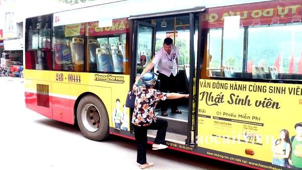 Chuyến xe buýt sớm nhất trong ngày là 6 giờ 05 phút và chuyến muộn nhất là 18 giờ