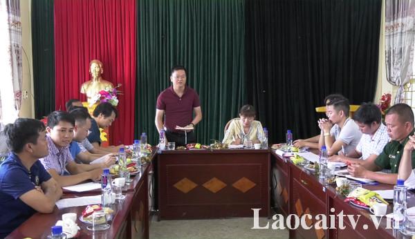 Đoàn khảo sát họp bàn sau chuyến khảo sát.
