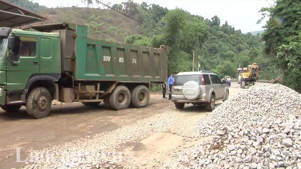 Mật độ xe lưu thông lớn khiến việc sửa chữa Quốc lộ 279 gặp nhiều khó khăn. (Ảnh minh họa)